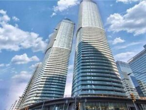*Exclusive* Ice Condo 2 Plus Den In The Heart Of DT Toronto!!