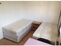 A TWIN ROOM IN SE1 on Old Kent Road for a couple or 2 shares, good transport, shops