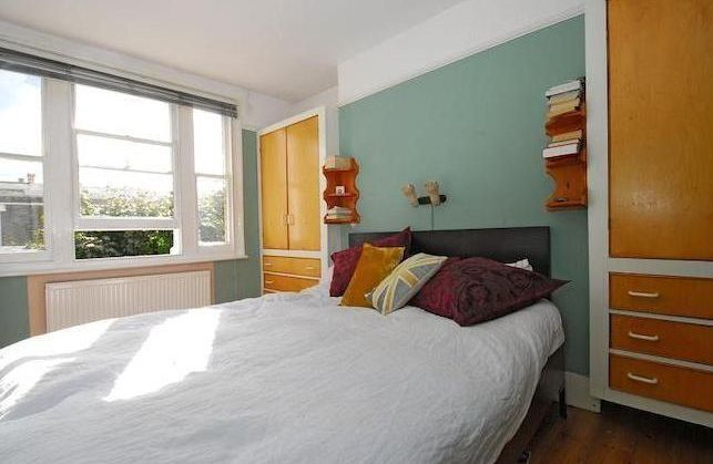 HUGE SPLIT LEVEL 2 BED APARTMENT 1 MINUTE FROM OVAL - £485PW