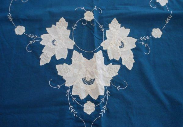 Vintage Teal Green Blue Tablecloth White Floral Embroidery Oval Napkin Set