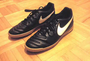 Pair of Leather Nike (kids)