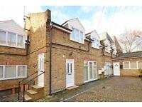 3 bedroom flat in Ryder Mews, London, E9