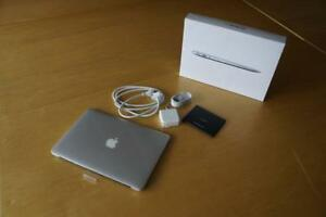 "2014 Apple Macbook Air 13"" comme neuf like new"