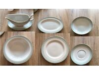 Royal Berkshire Dinner Service - 34 pieces in total