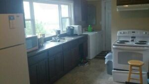Bright and spacious 2 bedroom on Cliffe Street $800 July 1st