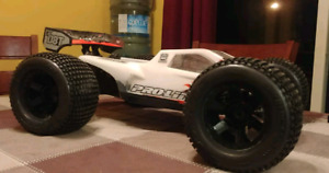 HPI Hot Bodies Racing D8T