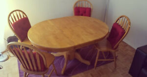 SOLID OAK DINING TABLE + 4 CHAIRS