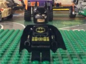 LEGO Batman Mini figure (New Cowl)
