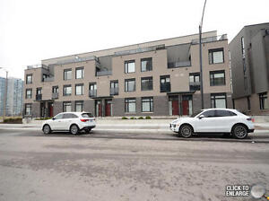 Short Term Rental Townhouse In Square One:Less Than 6 Months New