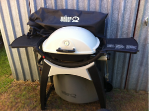 Weber Q200 Bar BQ with cover Manly Brisbane South East Preview