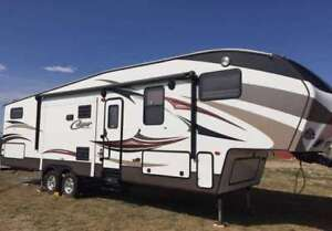 Cougar 320QSB Fifth Wheel (bunks)