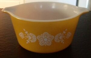 Vintage Butterfly Gold Pyrex Casserole Baking Dish