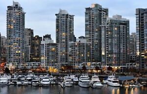 Move-In NOW for the High-Rise Apartment in Yaletown !