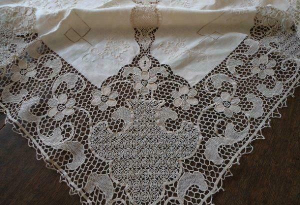 Unused Italian Point Venise Needle Lace Tablecloth Figural Linen Embroidery
