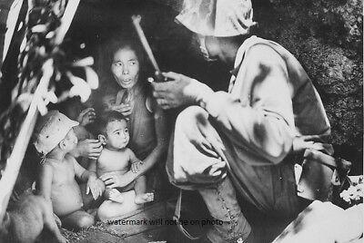 "Marine on Saipan found this family of Japanese 4""x 6"" World War II WW2 Photo 12 segunda mano  Embacar hacia Argentina"