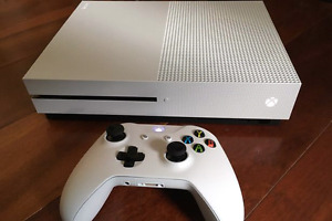 Xbox one S 500gb with game and 2 controllers mint condition