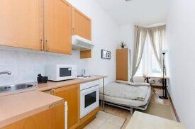 Studio flat in 54 West Cromwell Road West Cromwell Road, Kensington, SW5