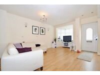 *STUNNING 2 bed 2 bath DETACHED HOUSE in N12 with front garden/patio available NOW!1 min to Waitrose