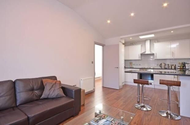 2 bedroom house in Weymouth Mews, Fitzrovia, London W1