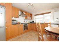 2 bedroom flat in Larch Close, Balham, London, SW12