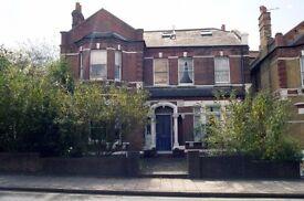 2 bedroom flat in Manor Road, Beckenham, BR3