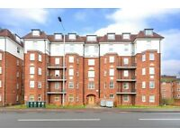 2 bedroom flat in Sheila House, North Circular Road, NW11