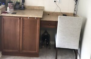 Cabinet. Bottom including drawers.