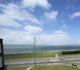 Seafront 2bed unfurnished maisonette, good seaviews, fitted kitchen & new boiler.
