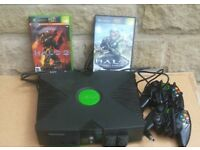 Xbox original (with cable and controllers)