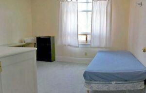3 minute walk to Queen's for Graduate students, 8 month lease