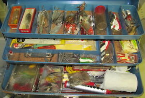 EARLY 1950'S FISHING GEAR IN A VINTAGE TACKLE BOX