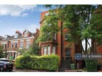 2 bedroom flat in Claremont Gardens, London, KT6 (2 bed)