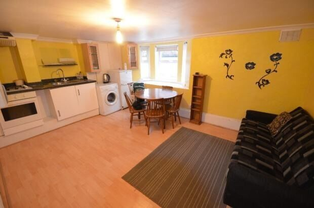 Large Studio Flat With Separate Bedroom & Shared Garden INCLUDES ALL BILLS