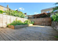 Stunning five (5) bedroom 3 bathroom split-level house w/ immaculate garden in NW5 - Kentish Town.