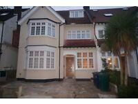 2 bedroom flat in Templars Avenue, London, NW11
