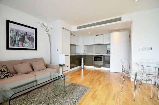 ***Stunning 1 Bedroom apartment in Landmark West Tower E14***