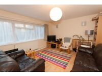 2 bedroom flat in Somerset Road, London, W13