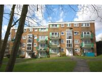 2 bedroom flat in The Drive, Wembley, HA9