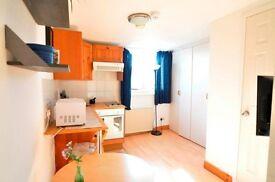 Studio flat in West Cromwell Road West Cromwell Road, Chelsea, SW5
