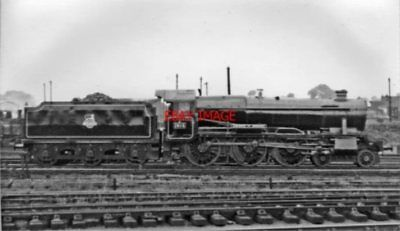 PHOTO  GWR COUNTY NO 1013 COUNTY OF DORSET 1953 AT ON SHED GLOUCESTER HORTON ROA