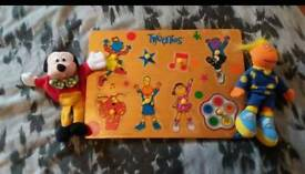"""Tweenies wooden shaped puzzle with 7"""" cuddly jake & Mickey finger puppet"""