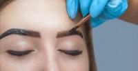 Formation en coloration et restructuration des sourcils au Henné