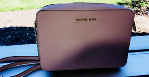 Michael kors brand new purse never used perfect condition