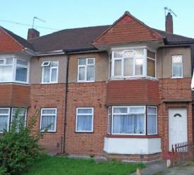 2 bedroom flat in Avon Close, UB4