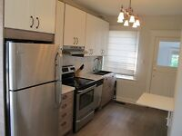 BEAUTIFUL UPPER BEACHES 2bd+2bath! MOVE IN BEFORE THE HOLIDAYS!
