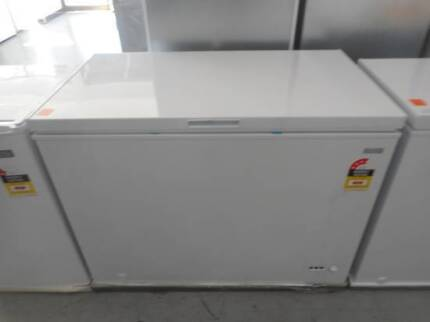 BRAND NEW CHEST FREEZER HEQS 300 LITRE WITH 10% OFF THIS WEEK