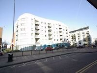 2 Bed + 2 Bath Luxury Apartment Watford, Stones Throw Away From Shopping Centre WD17
