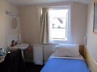 Single room in Tooting Broadway. available 10/08