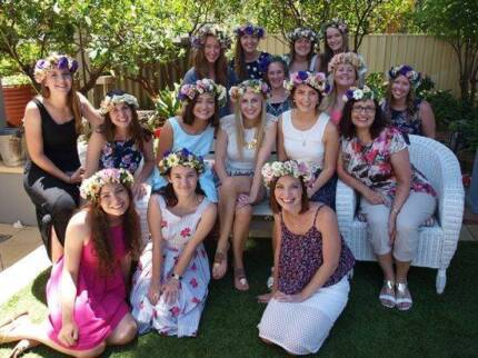 """Party services - """"Make your own flower crown"""" Station"""