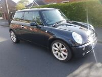 2005 MINI COOPER 1.6 . BLACK. MANUAL. PETROL. DRIVES GREAT